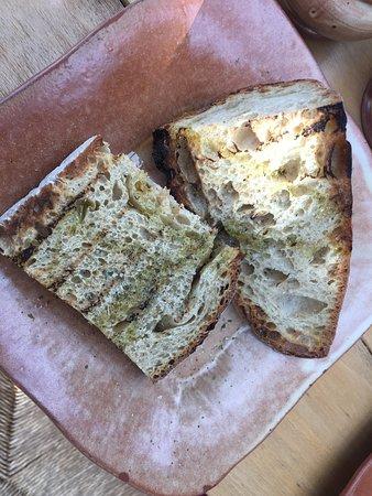 Grambousa Restaurant: Bread with Cretan Oil!