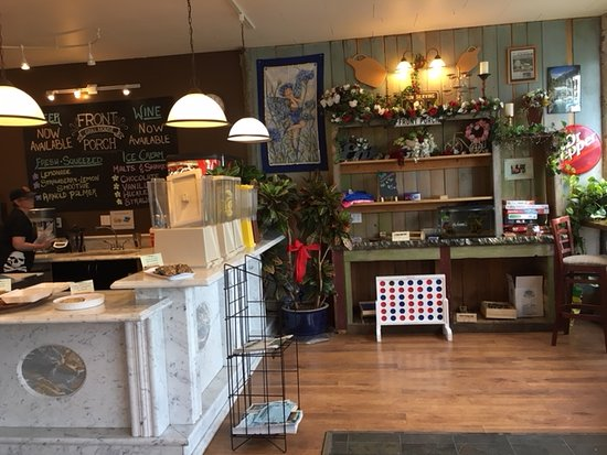 Front Porch Grill House: Kitschy corner next to the bar