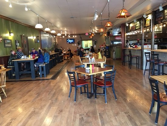 Front Porch Grill House: Tables and booths available