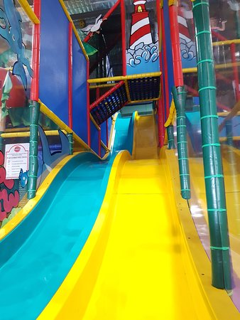 Kidzmania Indoor Playcentre: Slide