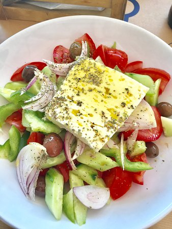 Taverna Korfos: fresh greek salad