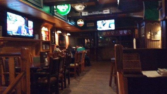 Doolin's Irish Pub: interior do pub