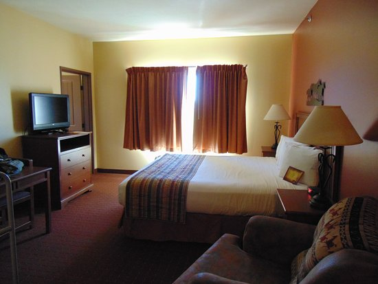 Arbuckle Lodge Gillette: Room 334 Family Suite