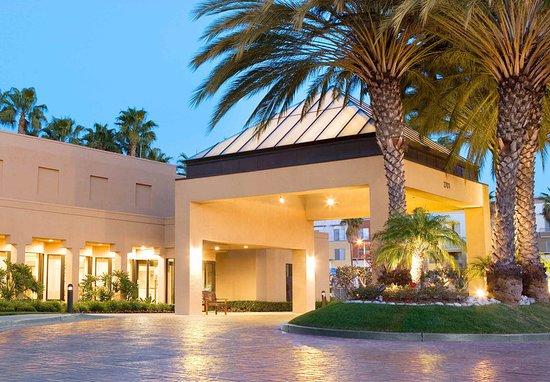 courtyard irvine john wayne airport orange county 169. Black Bedroom Furniture Sets. Home Design Ideas