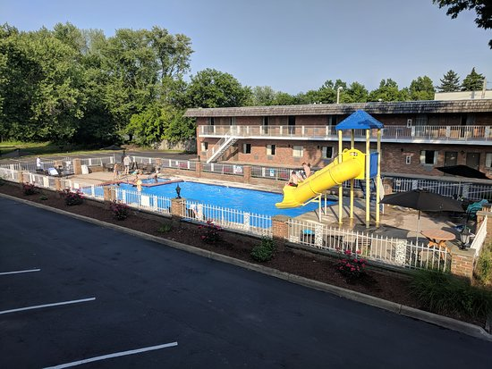 South Shore Inn: Large Pool with Slides