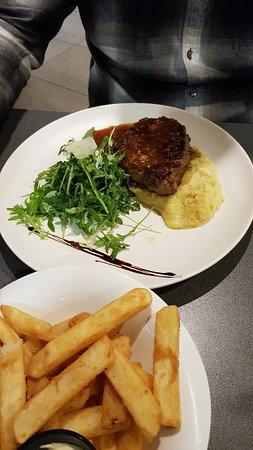 Skeetas Restaurant and Cafe: 20180623_195327_large.jpg