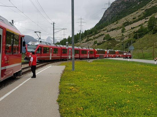 Bernina Express: Incrocio rosso