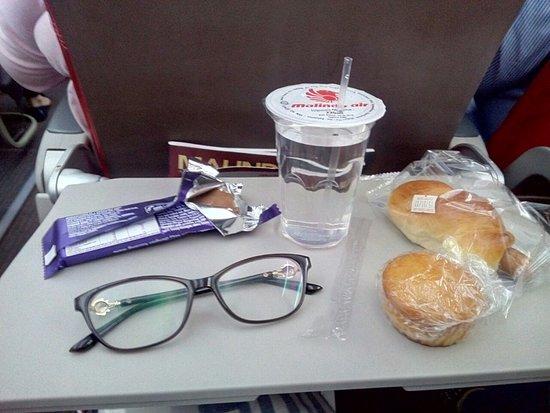 Malindo Air: Snack dari Jakarta ke KL (tanpa coklat ya, itu punya sendiri haha)