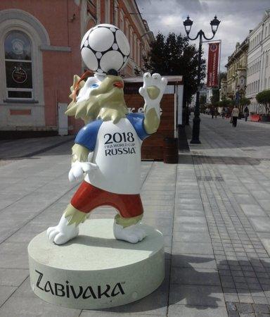 Bolshaia Pokrovskaia Street: Волк-забивака на Большой Покровской (15 июня 2018)