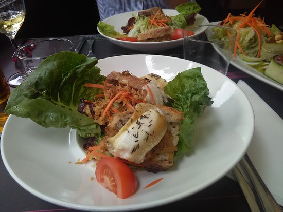 Brasserie Les Varietes: This is half our our salad with goat cheese we split
