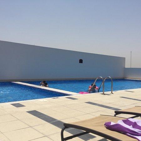 Premier Inn Dubai International Airport Hotel: Rooftop pool and view