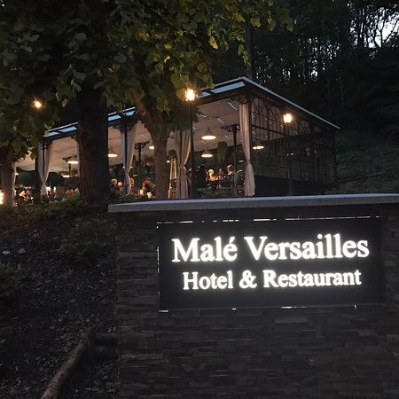 Male Versailles: Great dinner at the restaurant. Very busy restaurant..