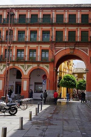 Plaza de la Corredera: 広場の出入り口。