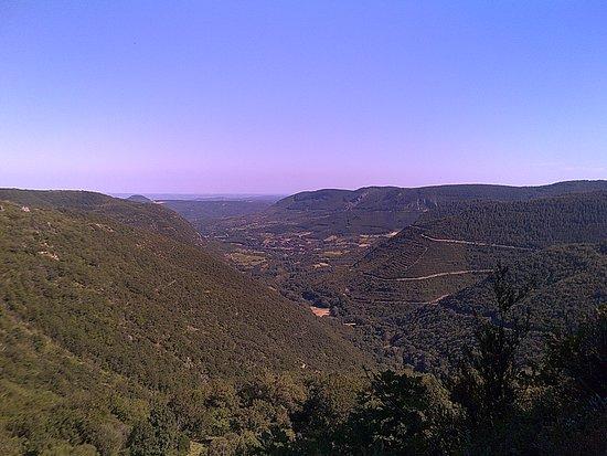 Grotte de Labeil: Vu de la vallée