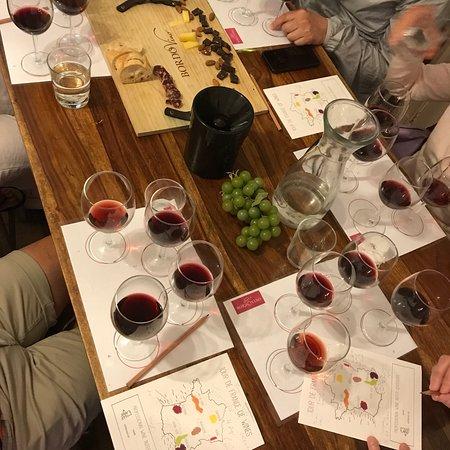 Фотография Bordeaux Super Saver: Small-Group Wine Tasting and Lunch plus St-Emilion Wine Tour