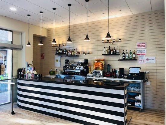 Cafeteria CremOso: Bar