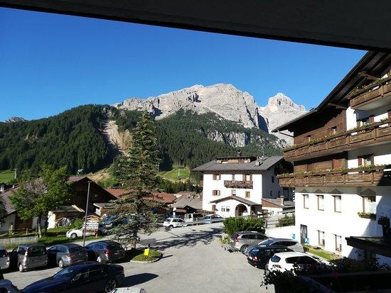 Hotel Miramonti Corvara: Camera 106 vista sud