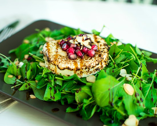 Baker Street Cafe: Roasted Almond and Goat Cheese Salad