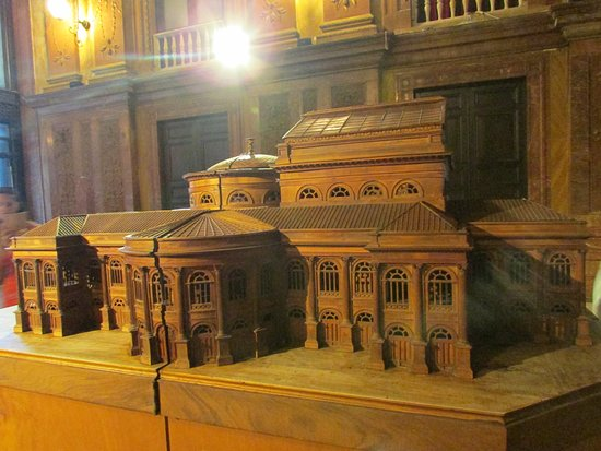 Teatro Massimo: 3D model of the Opera house in the foyer