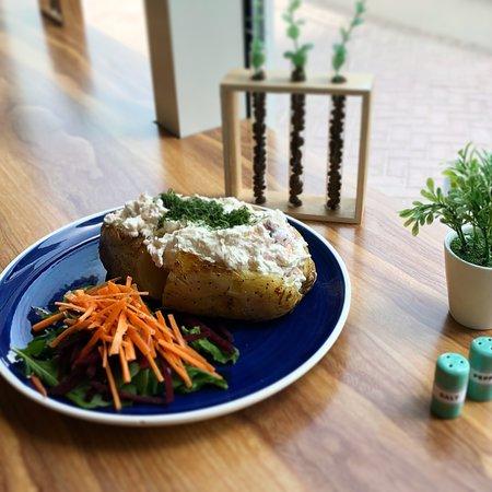 Baker Street Cafe: Salmon, Cream Cheese & Fresh Dill Jacket Potato