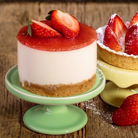 Baker Street Cafe: Monoportion Strawberry Cheesecake