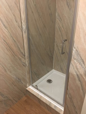 The Waterfront: Wonderfully clean shower
