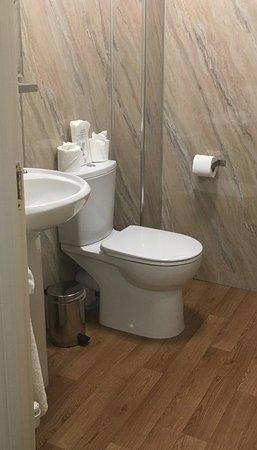 The Waterfront: En-suite bathroom