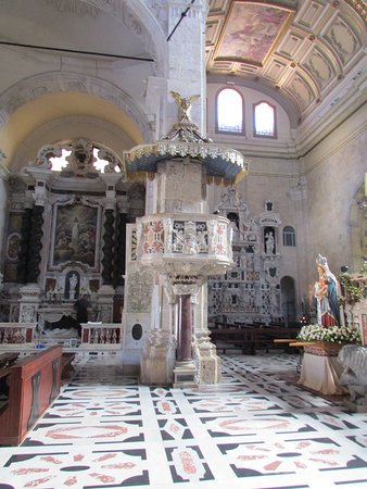 Cathedral of Santa Maria: Inside of the Cathedral