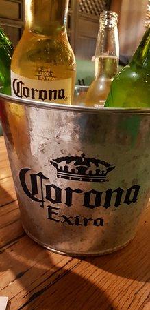 Canley Vale, Australien: Beer bucket of 4 beers for $25