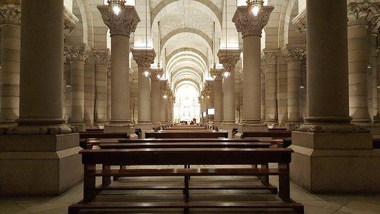 Cripta de la Almudena: Navata centrale della Cripta