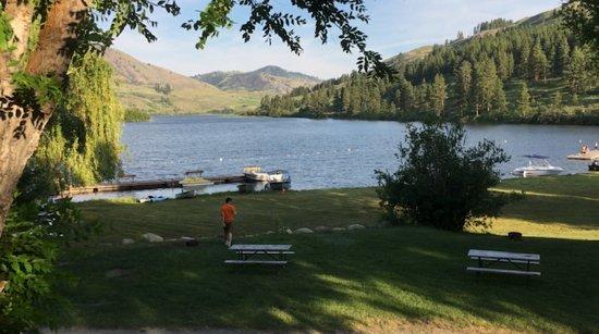 Silverline Resort RV Park & Campgroun: Beautiful lake and spacious campground