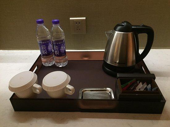 DoubleTree by Hilton Hotel Hangzhou East: room amenities