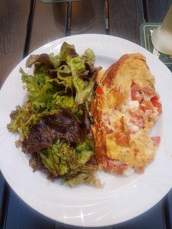 Geisa, Jerman: Omelette mit Feta-Tomate