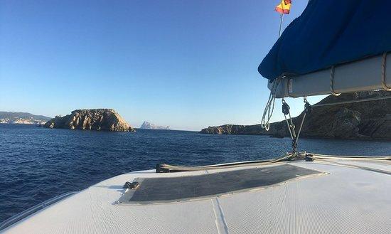 Charters Eleven Catamaran Hire Ibiza: cerca de Es Vedrá