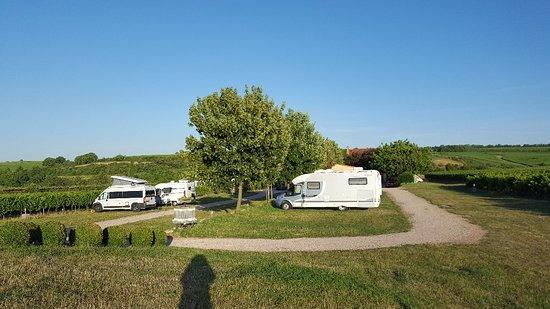 Nierstein, Germany: Der Womo-Stellplatz ist bei schönem Wetter ein Traum...