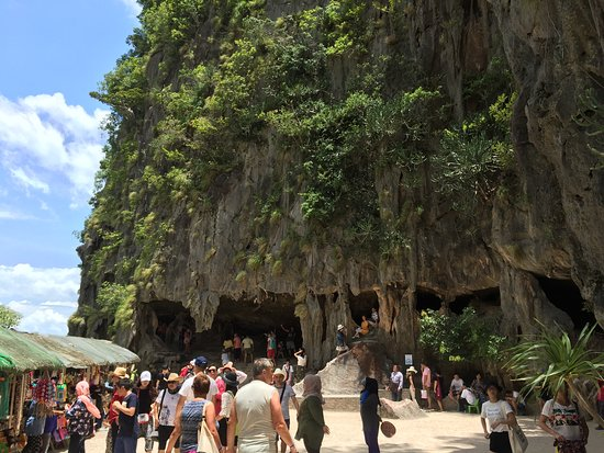 James Bond Island: You can buy from the Shops.