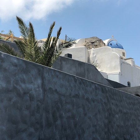 Such a beautiful place! We had an amazing time in Santorini Villas and the host Grace is just wo