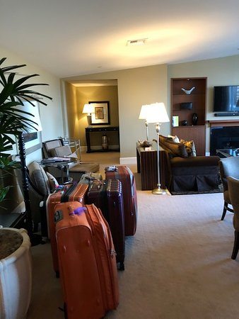 The Beverly Hilton: Room 805 Governors Suite Living area