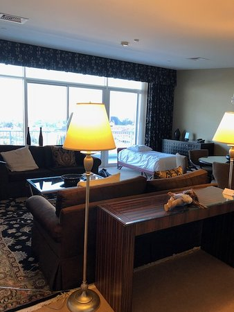 The Beverly Hilton: Room 805 Governors Suite Living area - roll away bed added