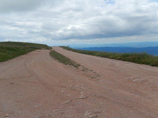 piste au sommet du Monte Subasio