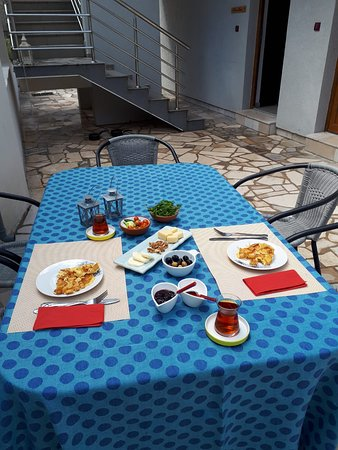 Tale House Montenegro: Delicious breakfast for a cheap price!