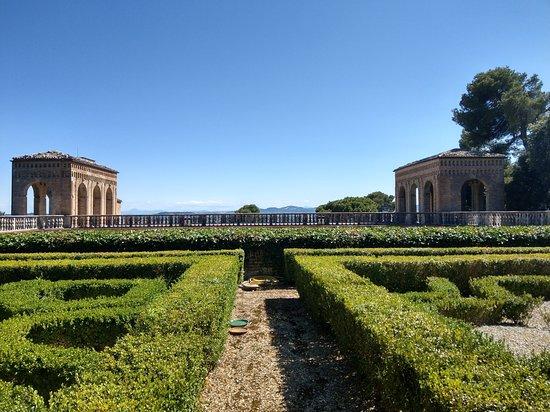 Villa Imperiale: La vista dal giardino superiore