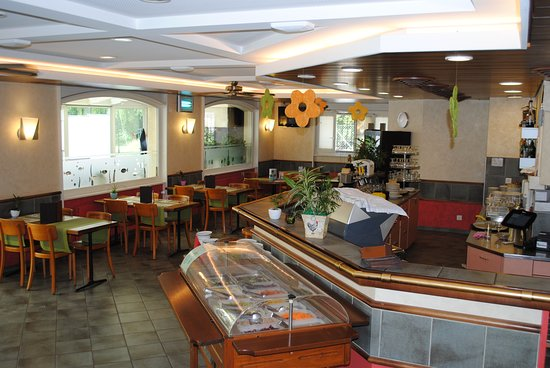 Romont, Suiza: Café Buffet de salade
