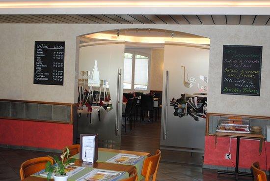 Romont, Suiza: Café et brasserie