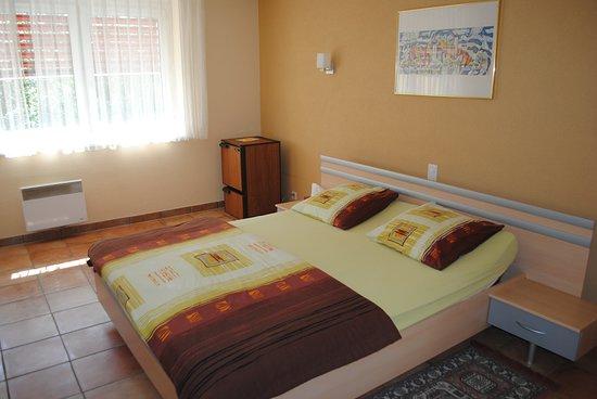 Romont, Suiza: Chambre à 1 grand lit
