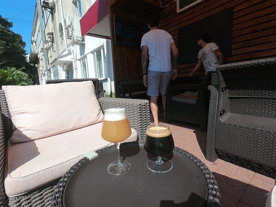 Craft Bar Vse Svoi: Удобно посидеть на диванах