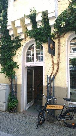 Kilian & Close: Eingang 2