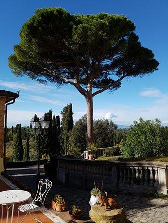 Borgo Bucciano: Außenterrasse ideal zum Frühstücken