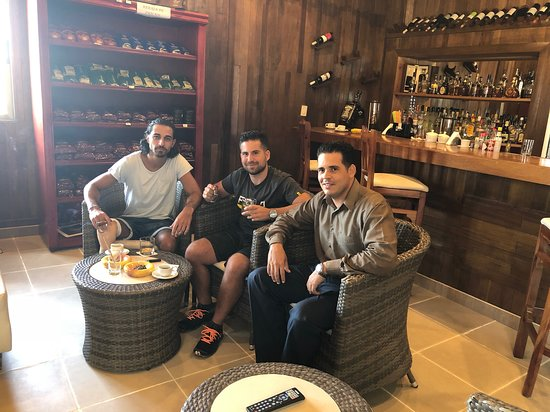 Pullman Cayo Coco: Pullman Cigar Lounge with Ernesto