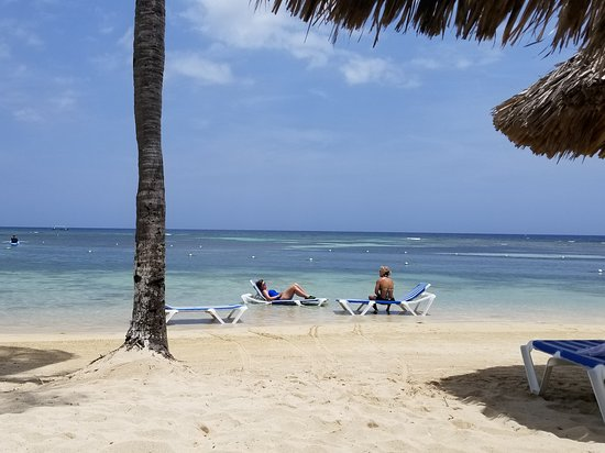 Holiday Inn Resort Montego Bay: view from beach